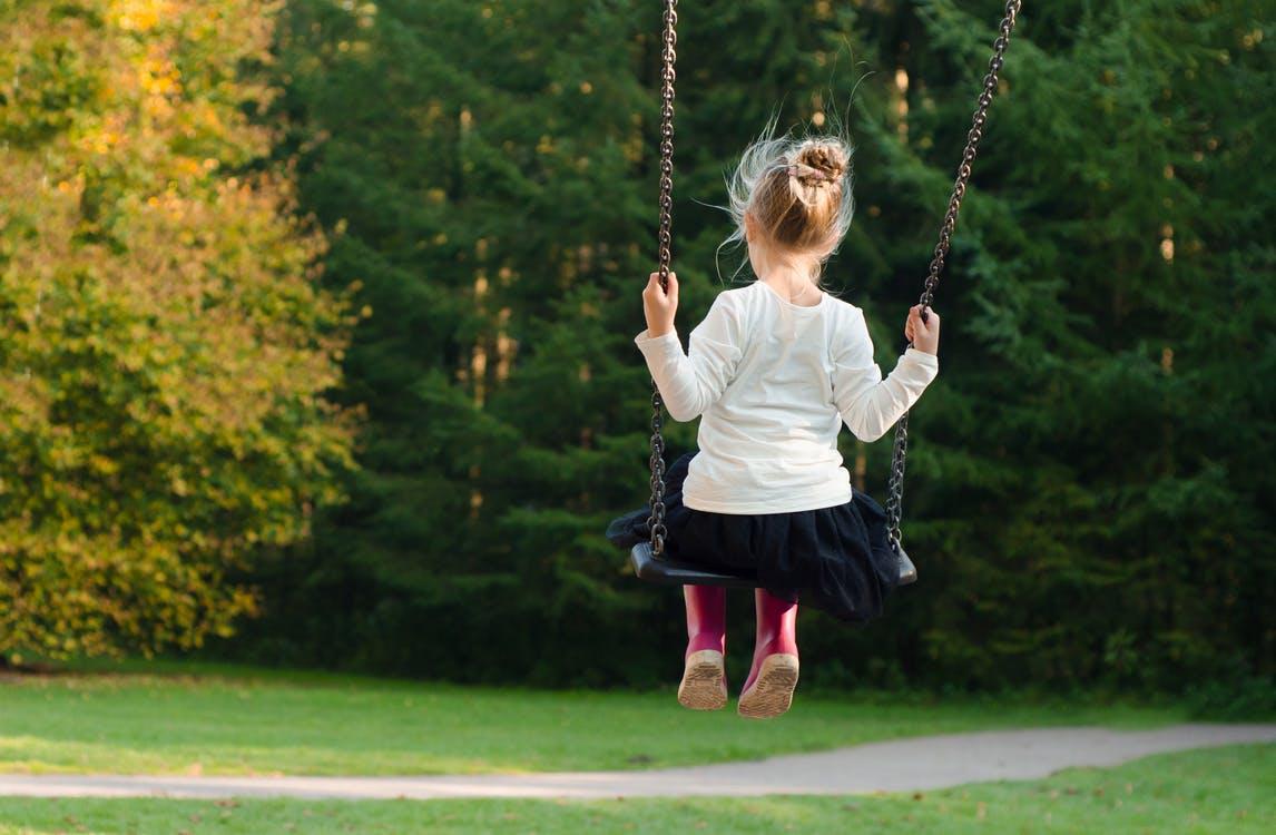 как расположить детскую площадку во дворе