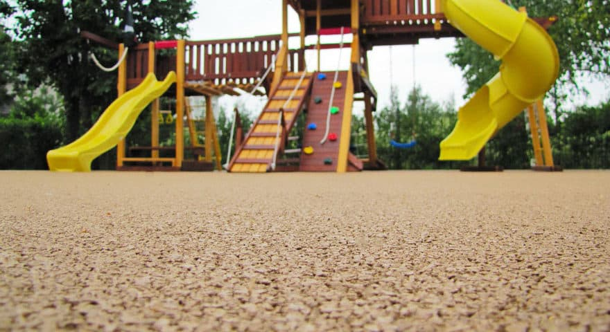 Каким должно быть покрытие для детских площадок
